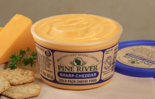 8oz Sharp Cheddar Spread (Pine River)